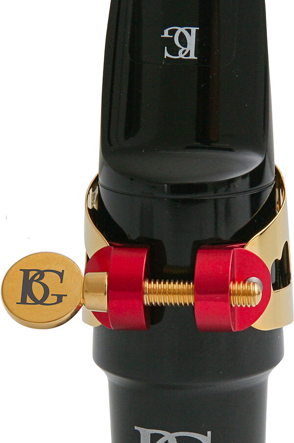 ldt0-duo-ligature-gold-lacquered-hard-rubber-mp-in-use-tenor-sax-1