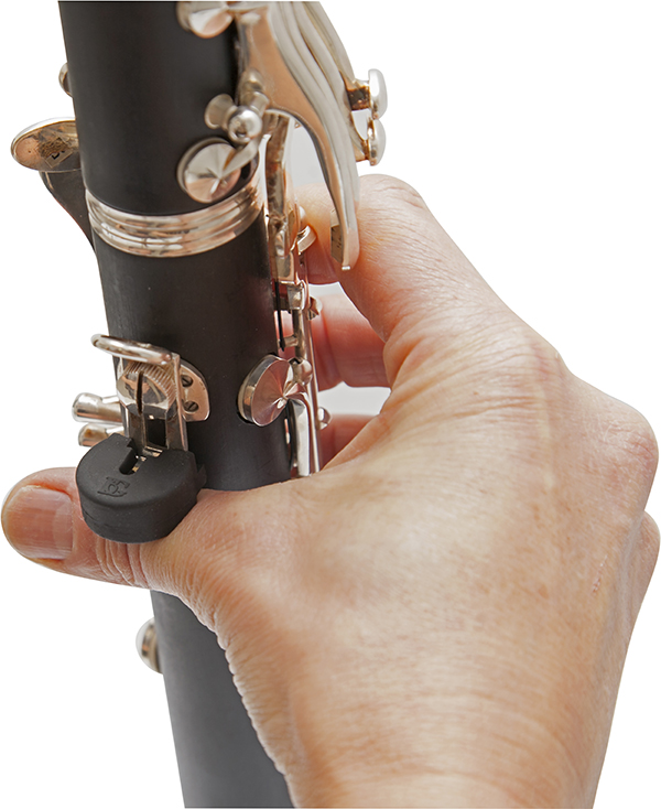 a23-thumb-rest-cushions-large-size-in-use-clarinet-1