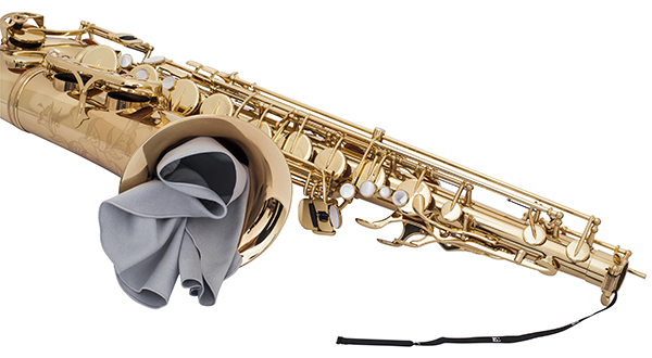 a30l-body-swab-microfibre-in-use-tenor-sax-3